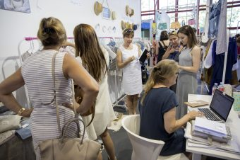 Los compradores se animan y acuden a FIMI a conocer las últimas tendencias de moda infantil